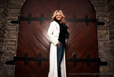 "VICKI YOHE RELEAES 10TH CD ""I'M AT PEACE: A PRAISE AND WORSHIP EXPERIENCE"""